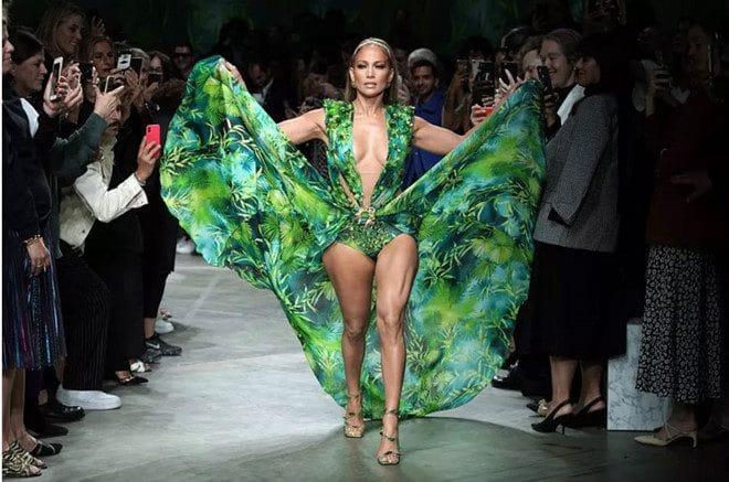 Quá nhiều truy vấn tìm kiếm cho chiếc váy mà Jenifer Lopez mặc vào năm 2000 đã khiến Google giới thiệu công cụ tìm kiếm hình ảnh Google Images